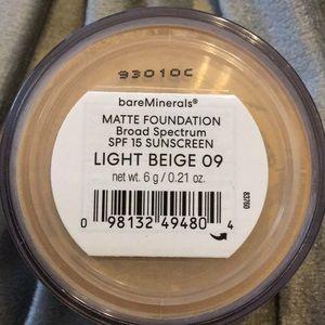 BareMinerals foundation Matte Light Beige 09- 6 g